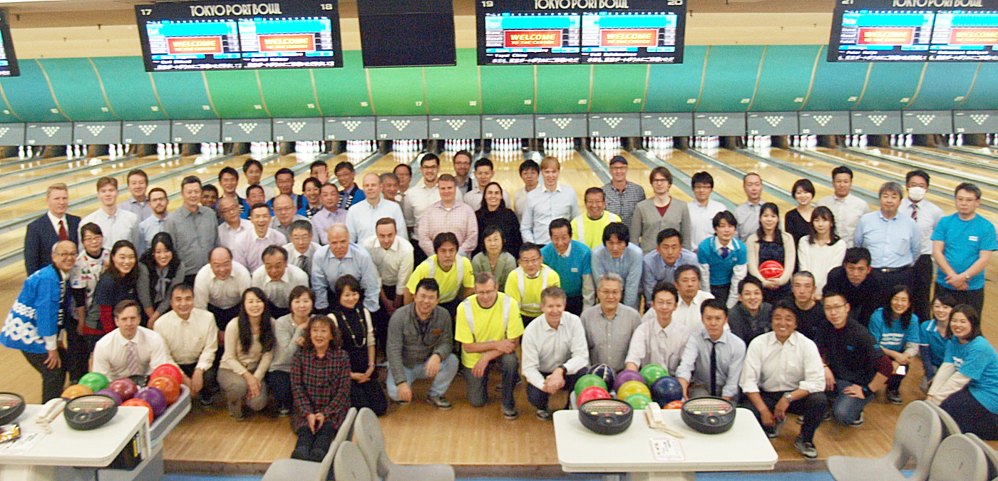 Group photo of bowlers.